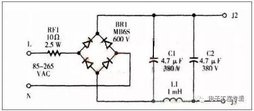 7, RC滤波器一般常与运算放大器组合使用,构成有源滤波器,多作为低频信号的滤波。例如,在锁相环路中作为环路滤波器使用   4. 形RC滤波电路   首先从结构上来讲,这种滤波电路是由两个电容器和一个电阻器组成,它实际上就是L形滤波电路中电阻器前面再加个电容器接地就成了形RC滤波电路。两个电容同时进行滤波作用,后面一个滤波电容可以把前面电容未滤完整的直流电压进一步滤波,这样两个电容同时进行滤波,滤波效果当然是更加理想。可以加大第一只滤波电容的容量来提高滤波效果,但第一只滤波电容的容量不能太大,因为