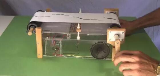 """自制一个电子""""八音盒"""",学习555振荡电路"""