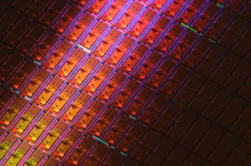 IC电子网半导体硅晶圆供不应求 两大领域上市公司率先受益
