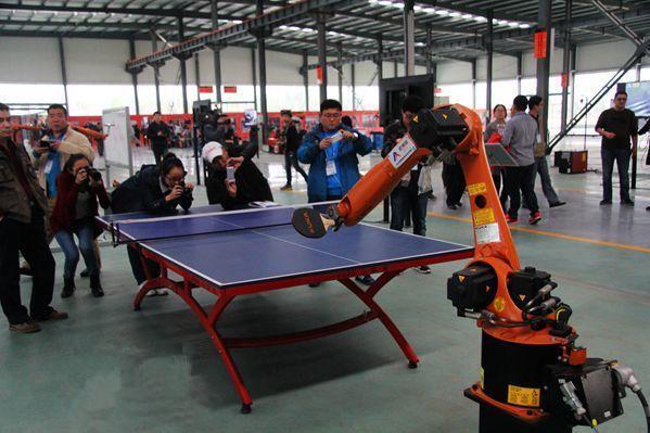 蔡�P:把人类向机器人乞讨变成对机器人征税