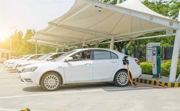 2018新能源汽车行业呈五大变数 利好利空交替并行