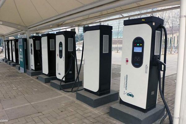 我国充电桩已近21.4万个,充电量主要集中在京津冀/长三角/珠三角区域