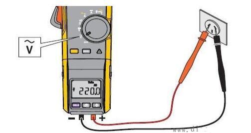 1、首先正确选择钳型电流表的电压等级,检查其外观绝缘是否良好,有无破损,指针是否摆动灵活,钳口有无锈蚀等。根据电动机功率估计额定电流,以选择表的量程。   2、在使用钳形电流表前应仔细阅读说明书,弄清是交流还是交直流两用钳形表。   3、由于钳形电流表本身精度较低,在测量小电流时,可采用下述方法:先将被测电路的导线绕几圈,再放进钳形表的钳口内进行测量。此时钳形表所指示的电流值并非被测量的实际值,实际电流应当为钳形表的读数除以导线缠绕的圈数。   4、钳型表钳口在测量时闭合要紧密,闭合后如有杂音,可打开