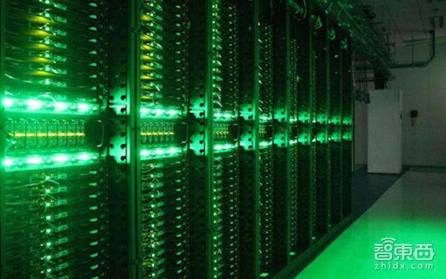 ▲数据中心机房里7×24工作的服务器