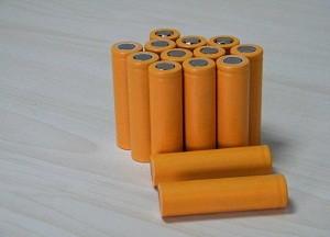 """固态锂电池""""受宠"""" 有望主导动力电池技术路线"""