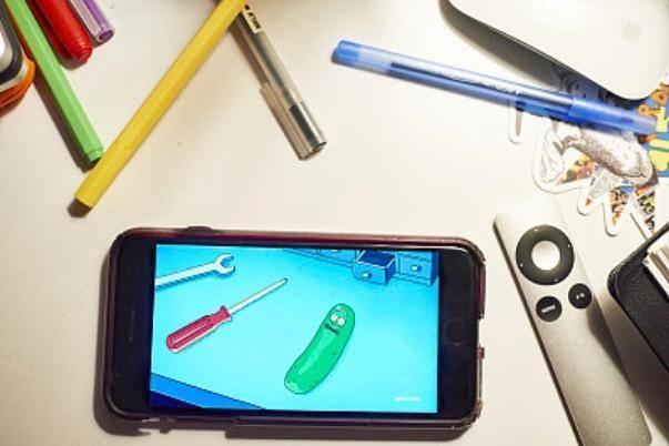国产手机销量遭断崖式下跌:血拼海外难续命 产品同质化成死穴