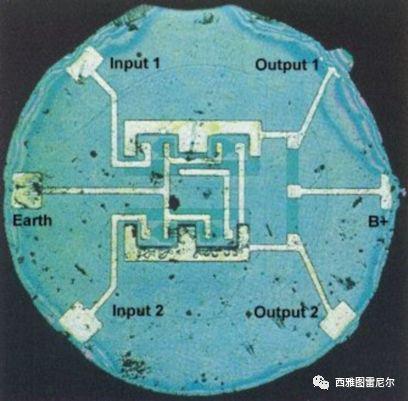 1959年8月仙童公司展示的第一块商业集成电路