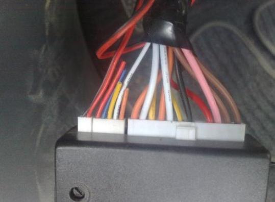解答汽车防盗器如何完成取消中控自动落锁