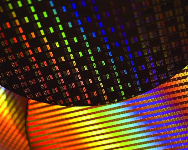 7nm��r�I先 AMD:Intel�理器工��K�⒆飞衔��