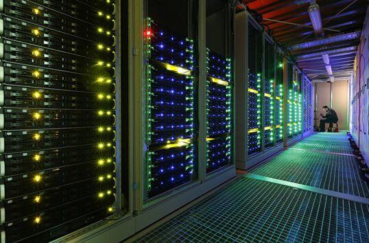 曙光展示Nubla超算服务器,内置海光x86处理器和DPU加速器