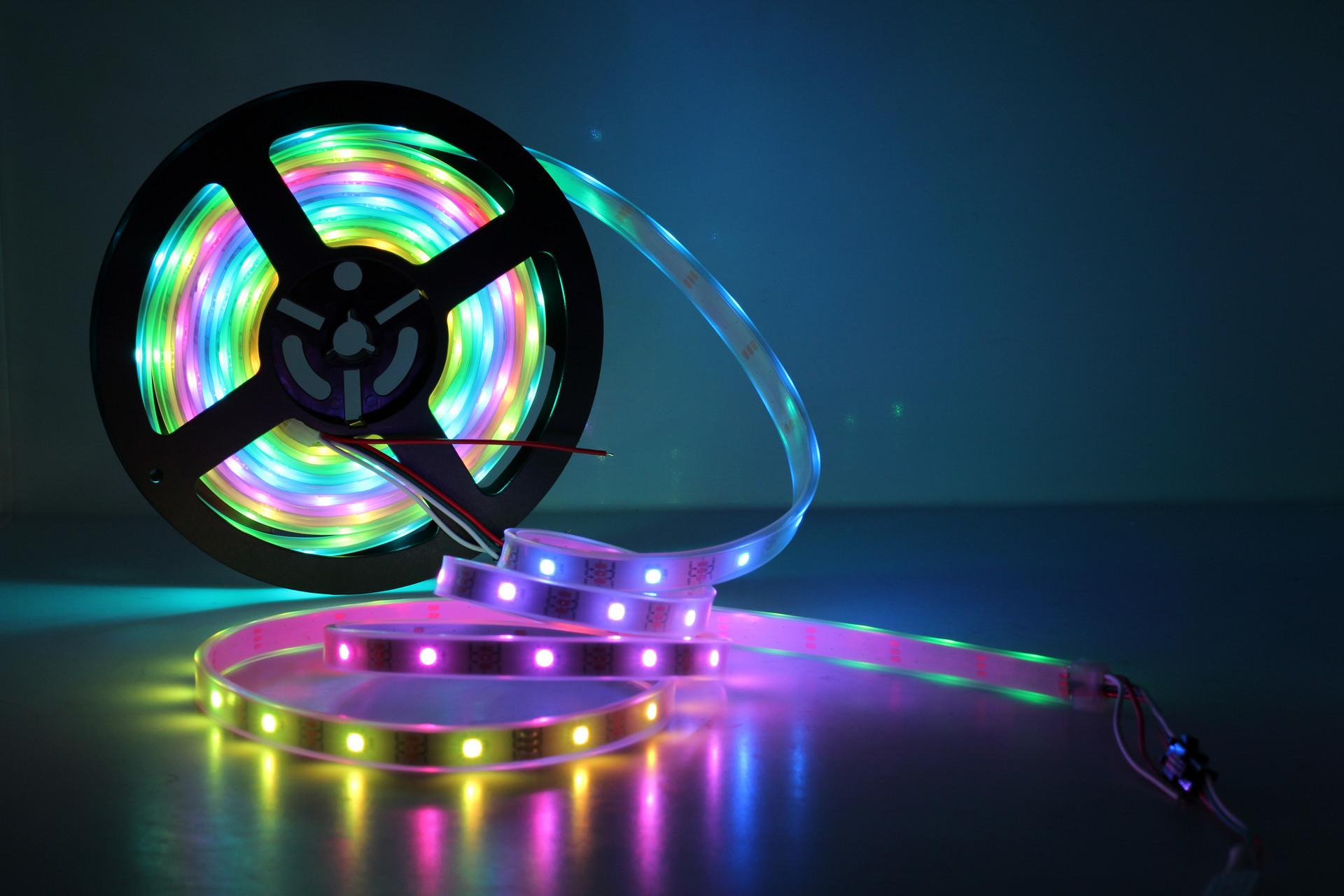 Diodes推出新款LED驱动器 简化汽车内外部照明设计