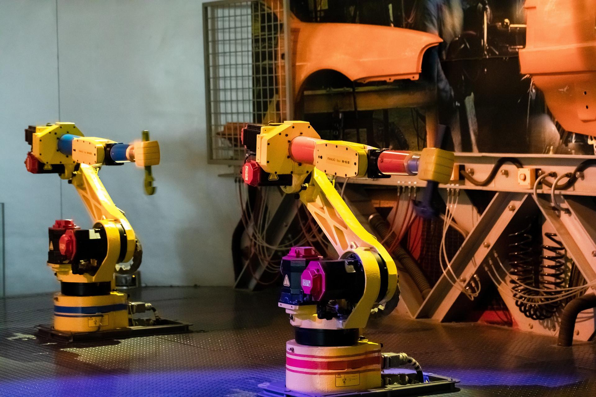 2018年中国市场工业机器人销量出现首次下滑,自主品牌机器人销售保持稳定增长