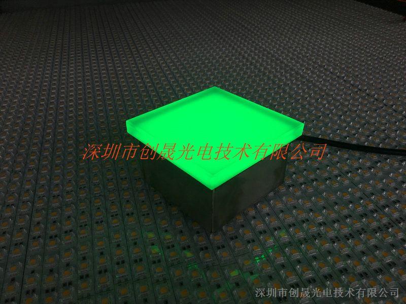 一、产品概述 1、LED发光地砖灯采用小型精密不锈钢外壳、优质防水接头、硅胶结构胶密封,防水,防尘,防滑,防漏电、耐腐蚀。造型简洁,外观小而精致、不锈钢灯体,8-15mm厚钢化磨砂玻璃 2、以恒流驱动方式的新型埋地装饰灯,以R、G、B光源为基色,可组合成七彩变化,单色渐变等多彩发光效果,色彩鲜艳、体积小、耗电量低、使用寿命长的特点,造型别致优雅、防漏电、防水等特征,受到广大客户喜爱。 二、适用范围,广泛用于广场、户外公园、休闲场所等户外照明,以及公园绿化、草坪、广场、庭院、花坛、步行街装饰,瀑布、喷泉水