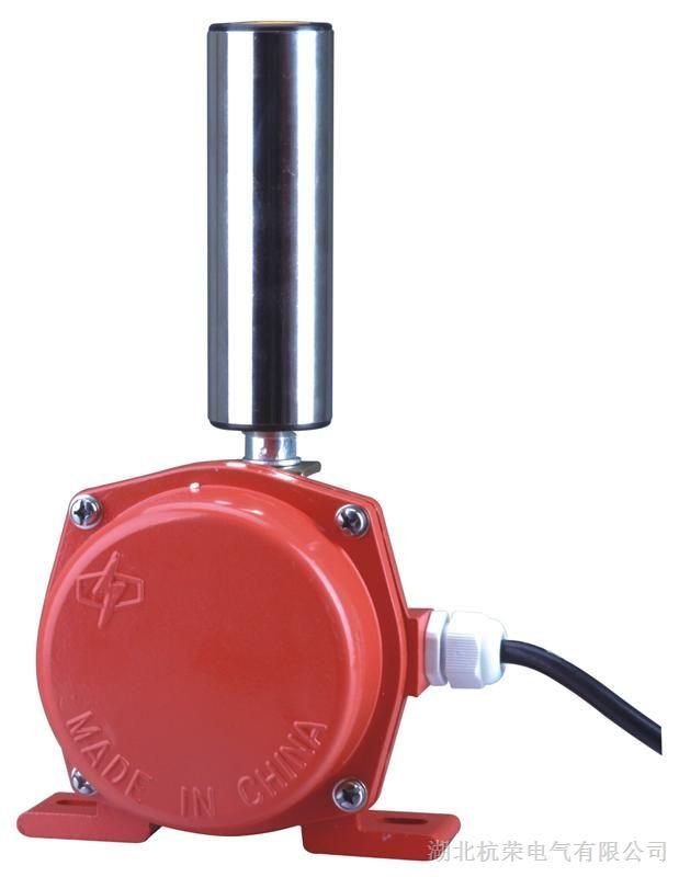 FPKG-A隔爆型跑偏开关价格,杭荣有防爆合格证 两级跑偏开关用途:用于检测带式输送机运行中的跑偏现象,按皮带实际跑偏量输出报警或停机信号,可有效的防止由皮带跑偏而产生的事故。是实现胶带机控制的自动报警和停机的保护装置。 两级跑偏开关适用于皮带输送机,能使皮带输送机在皮带跑偏将导致严重挂边磨损甚至发生撕裂事故前就发出报警信号以及进一步的自动停车。 能及时有效的保护设备a安全、避免事故扩大化,达到保障生产、保护设备的目的。另外由于信号可发送至控制系统,方便实现工厂自动化控制,因此又可达到减员增效,集中控制,